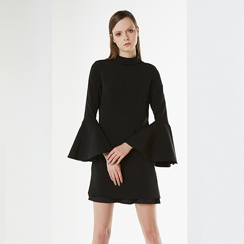 아라크네 ARACHNE Trumpet sleeves simple mini dress