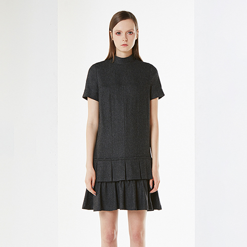 아라크네 ARACHNE Half sleeves wool pleats dress