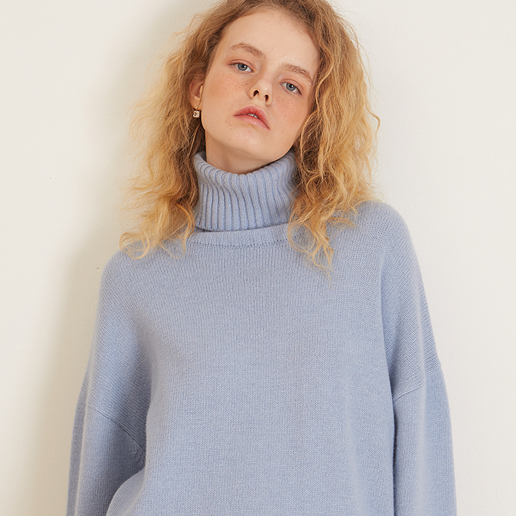 [룩캐스트] BLUE CASHMERE WOOL TURTLENECK KNIT
