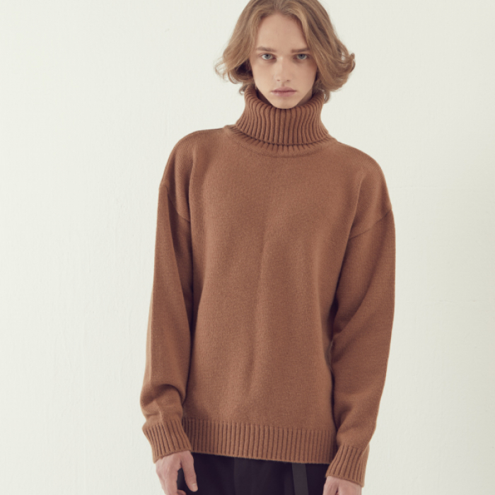 [아르테노] Wool80 Over size Turtle Neck - Camel