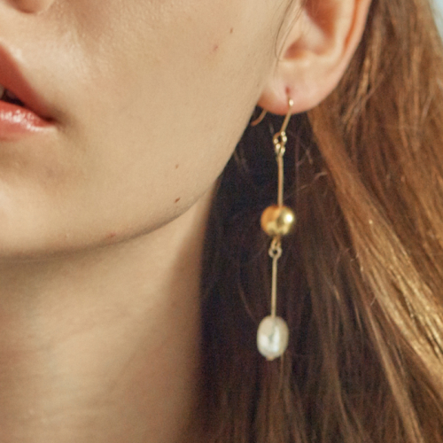 [엘리오나] Matte Ball Long Pearl Earrings