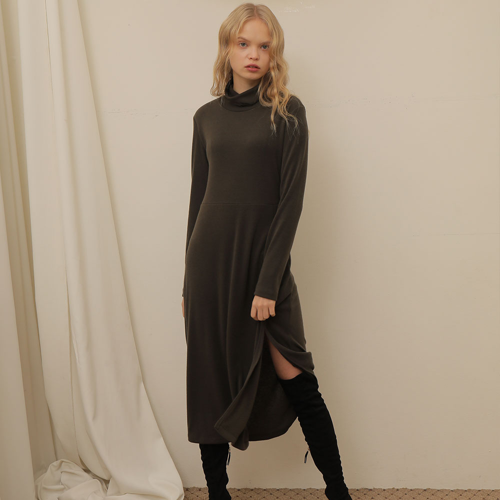 [와드로브] [WARDROBE] SLIT LONG TURTLENECK ONE PIECE_KHAKI