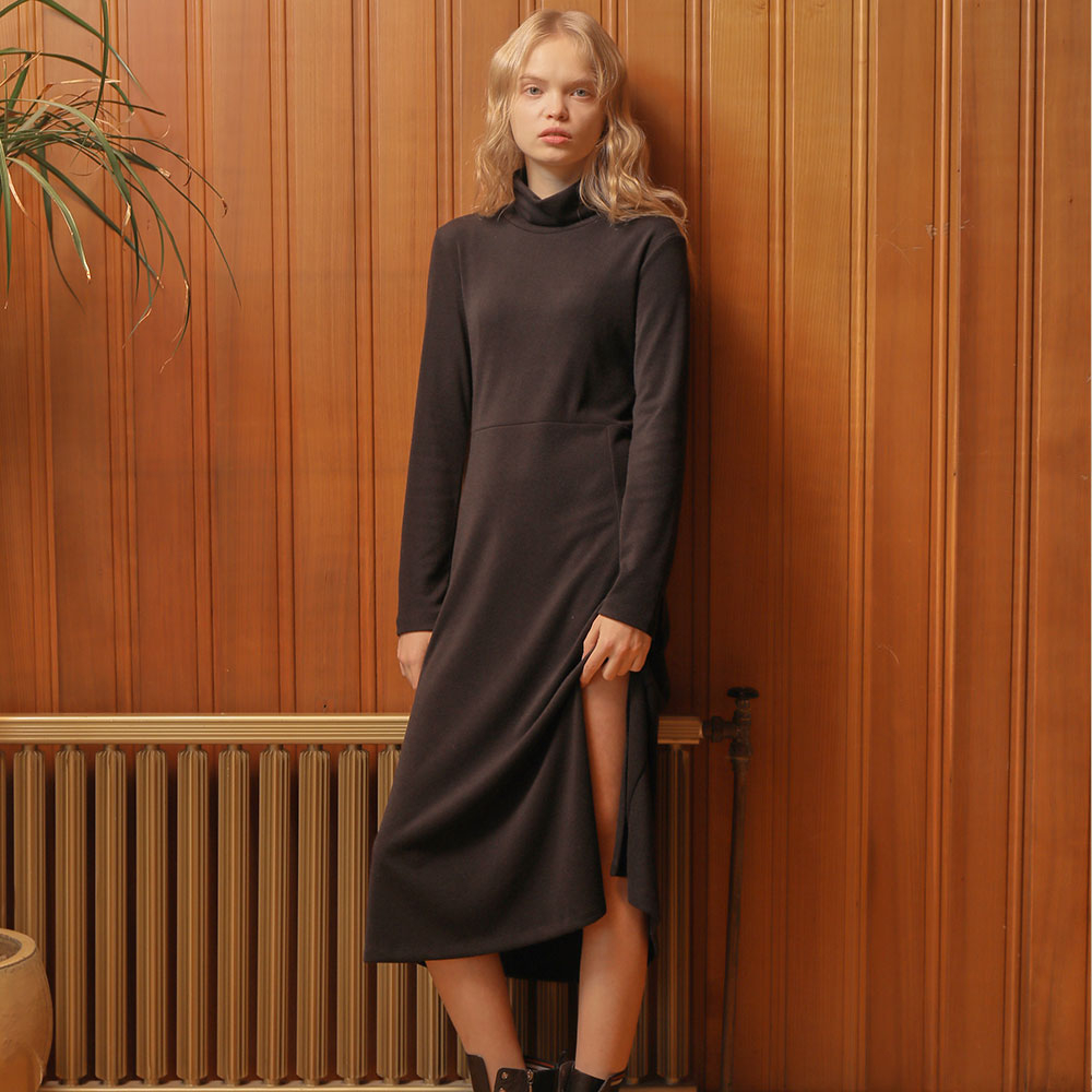 [와드로브] [WARDROBE] SLIT LONG TURTLENECK ONE PIECE_BLACK