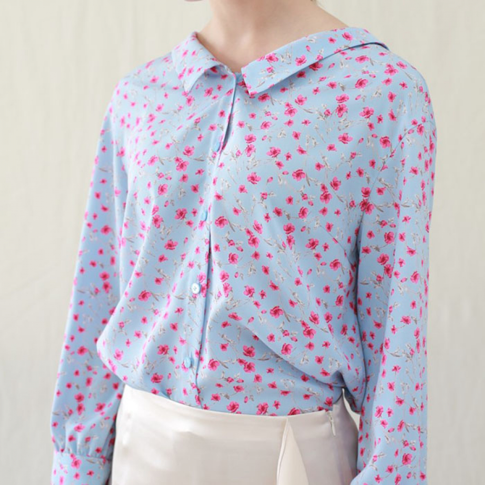 [perla] Flat Collar Blouse (Blue Flower)