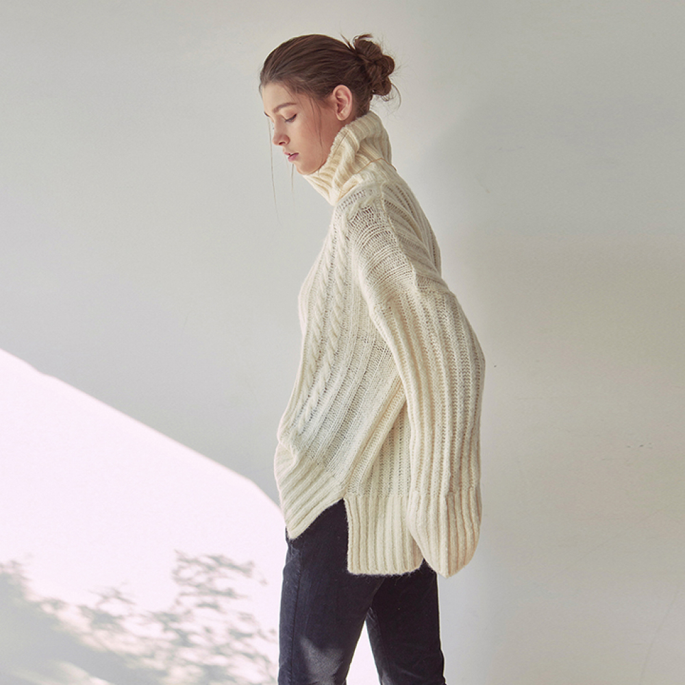 [YAN13] PRETZEL TURTLE SWEATER_IVORY