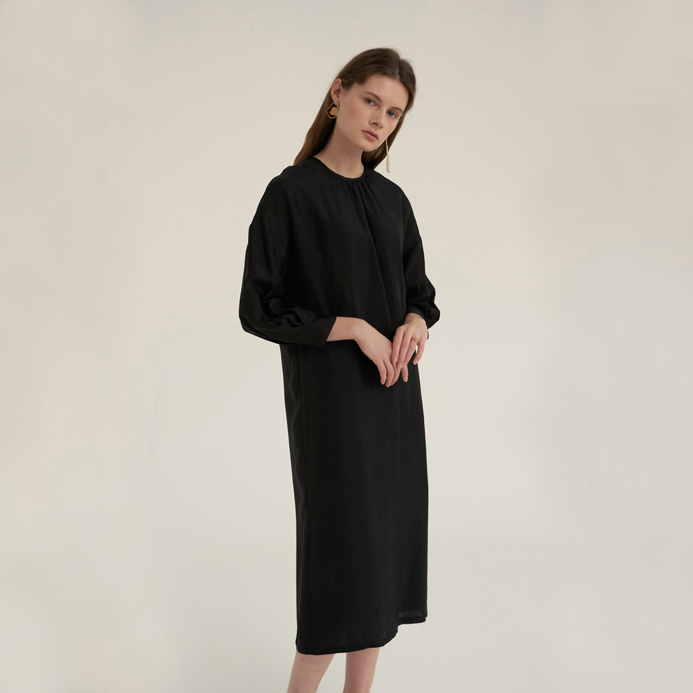 [노타] ] SHIRRING NECK COMFORT DRESS BLACK