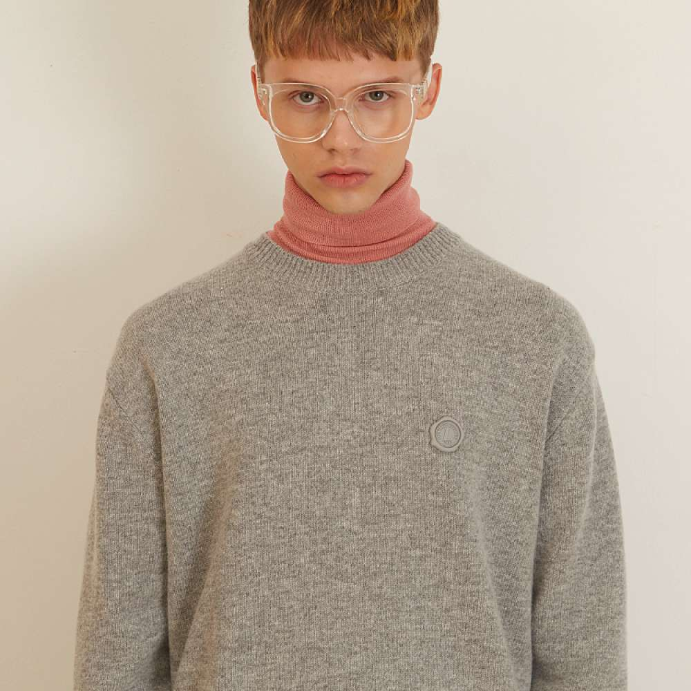 [룩캐스트] GREY CASHMERE ONE POINT ROUND KNIT