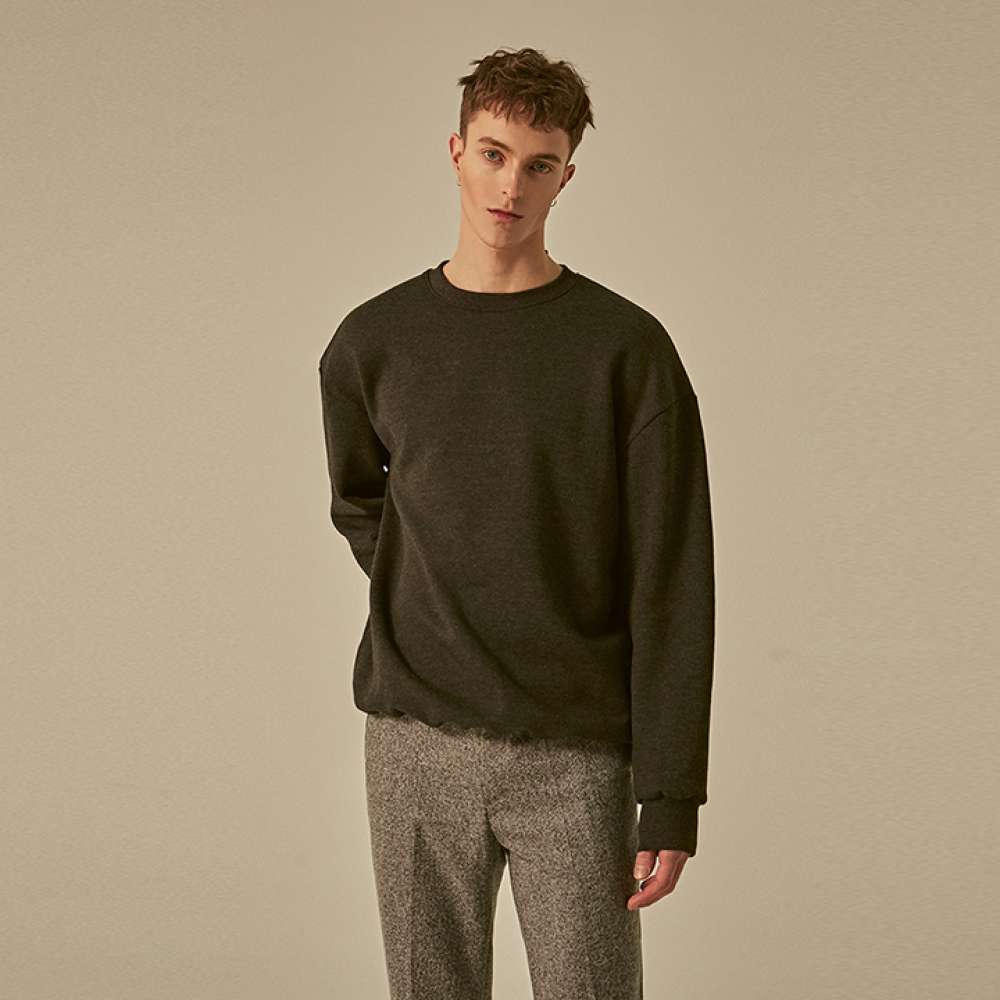 [딘스] SOLID OVER CREW NECK_CHARCOAL