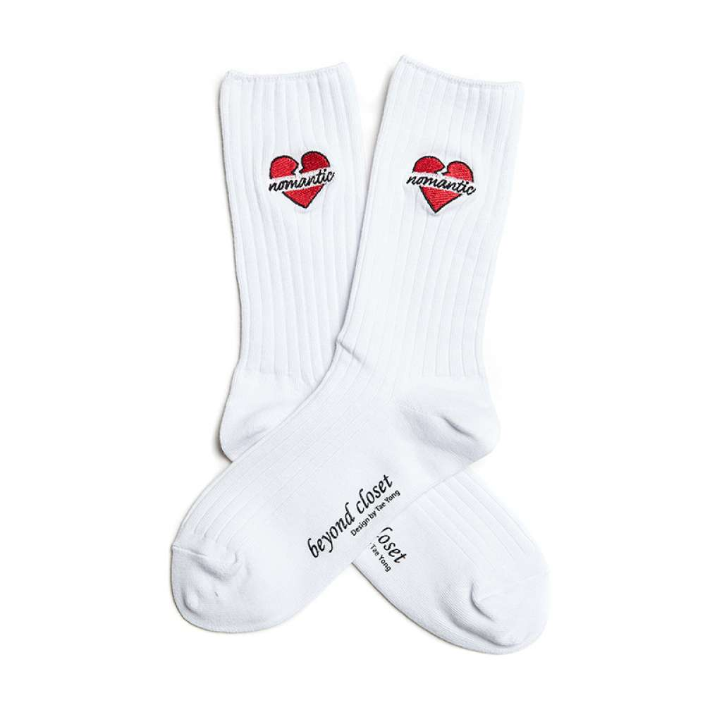 [비욘드클로젯] NOMANTIC HEART SOCKS WHITE