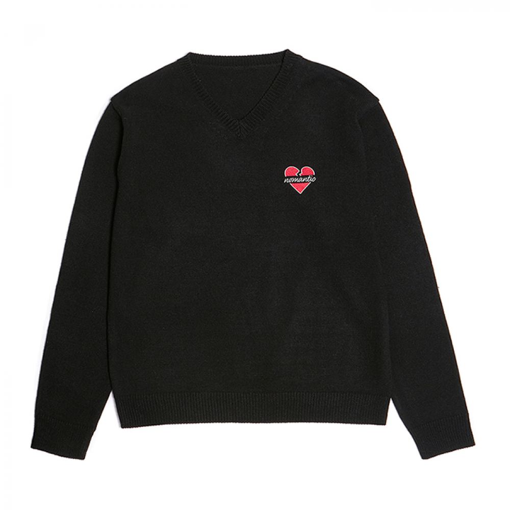 [비욘드클로젯] NOMANTIC BASIC LOGO V-NECK KNIT BLACK