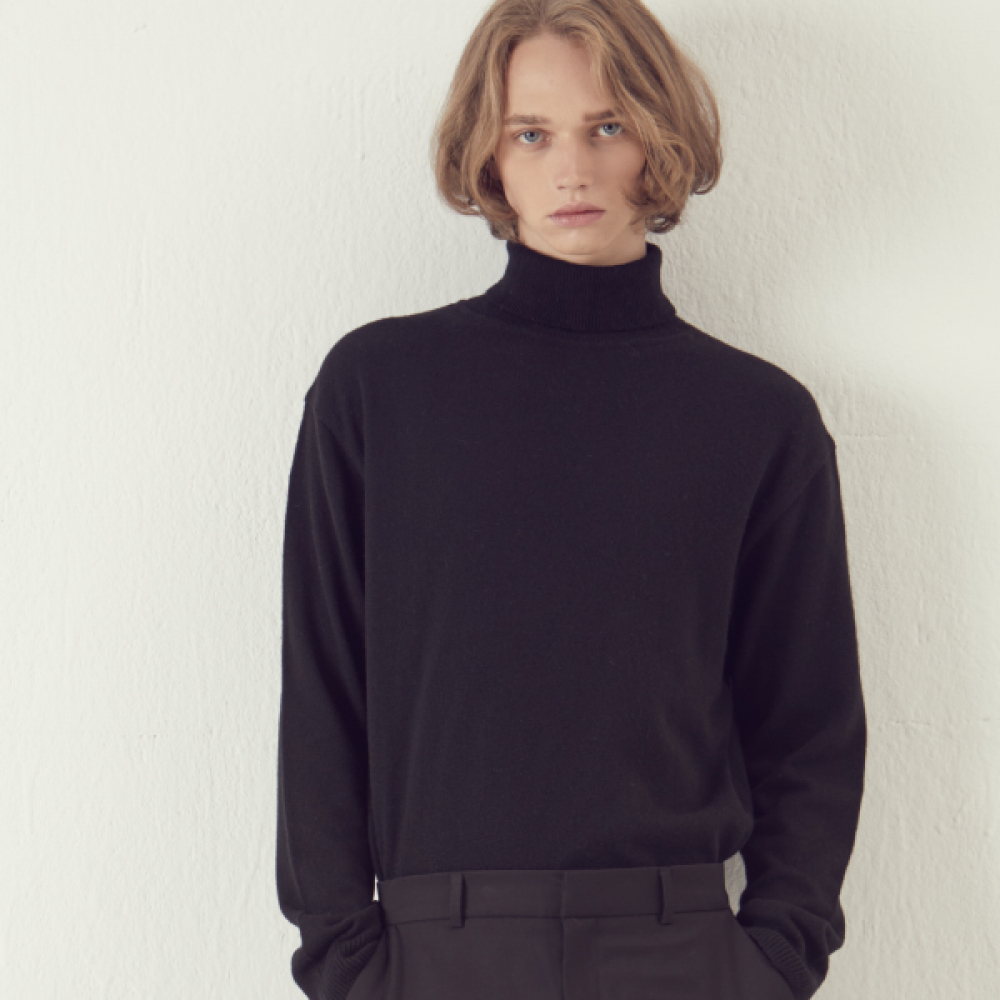 [아르테노] Cash Semi Oversize Turtle neck - Black