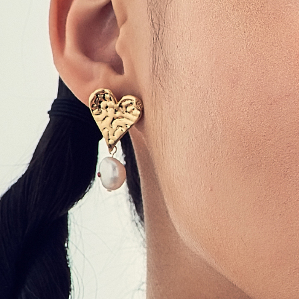 [엘리오나] Love Heart Pearl Earrings
