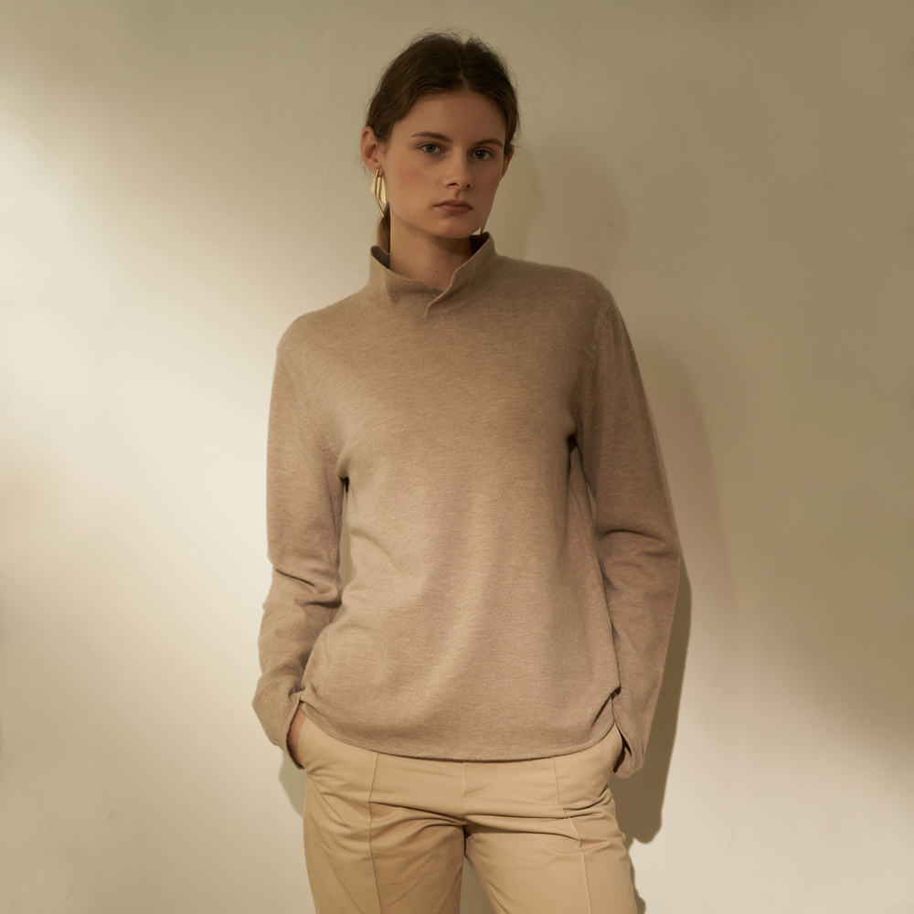 [노타] HIGH NECK COLLAR SOFT KNIT BEIGE