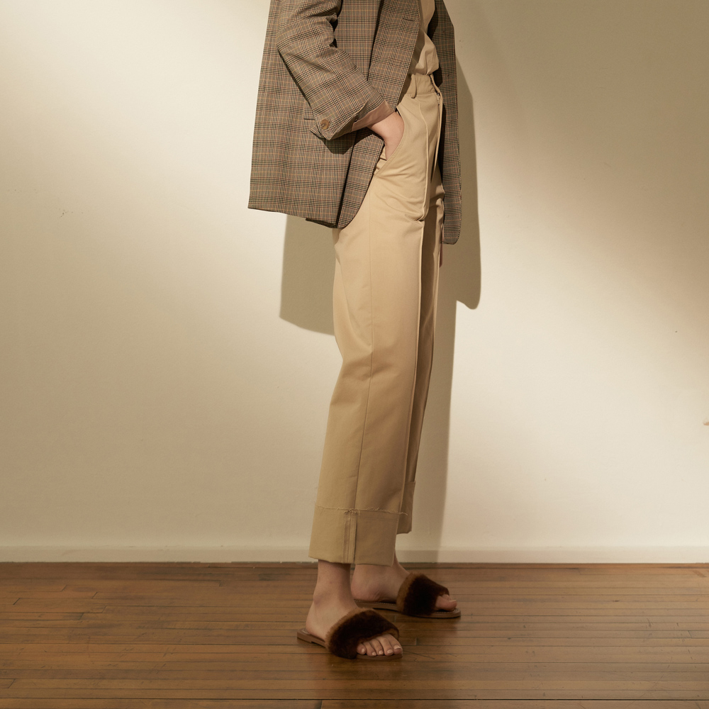 [노타] COZY PINTUCK ROLL UP PANTS BEIGE
