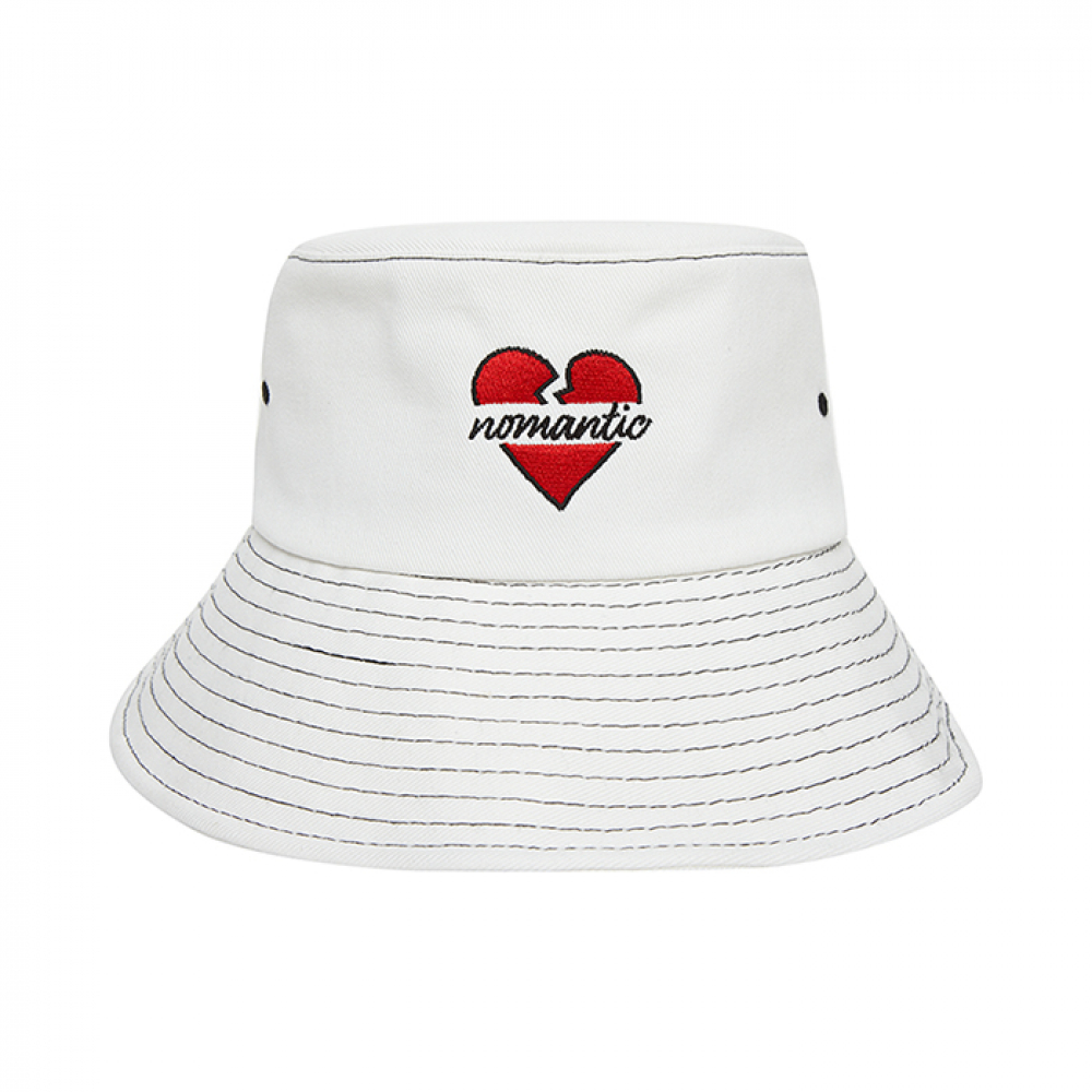 [비욘드클로젯] NOMANTIC SIGNATURE LOGO STITCH BUCKET HAT WHITE