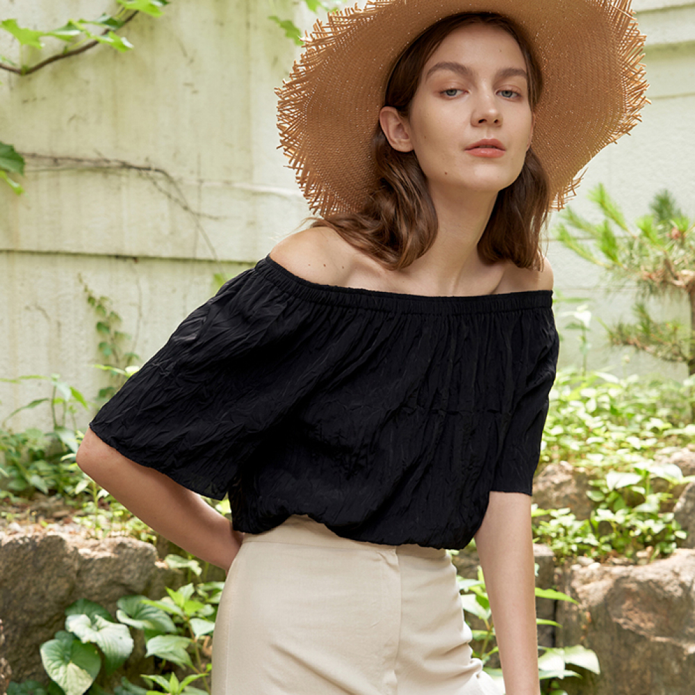 [ARETHAT] Pleated Open Shoulder Blouse BLACK
